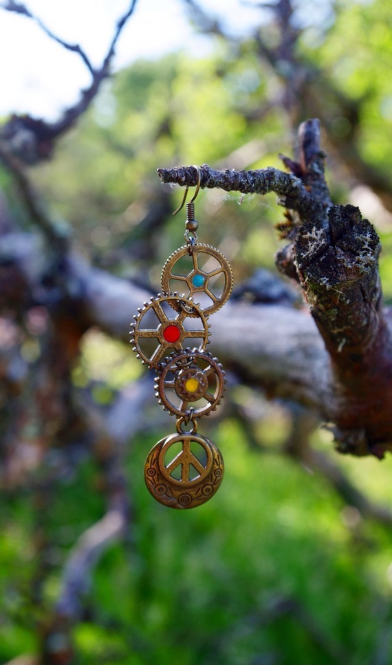 Boucles d 39 oreilles steampunk peace love le dragon vapeur - Boucle d oreille peace and love ...